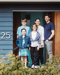Love in Covid19 times - front door family portrait - Andre Toro Photography-104