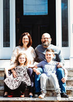 Love in Covid19 times - front door family portrait - Andre Toro Photography-113