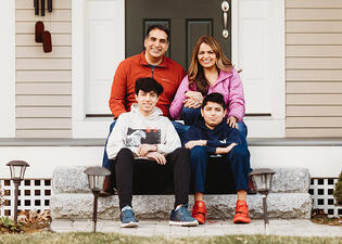 Love in Covid19 times - front door family portrait - Andre Toro Photography-41