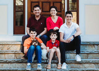 Love in Covid19 times - front door family portrait - Andre Toro Photography-52