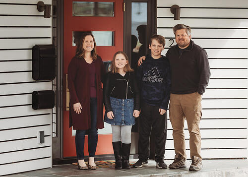 Love in Covid19 times - front door family portrait - Andre Toro Photography-94